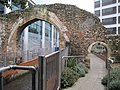 Small arch over the footpath - geograph.org.uk - 2220219.jpg
