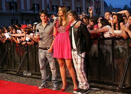 Elena Santarelli sul tappeto rosso dei TRL Awards 2008 con i Sonohra.