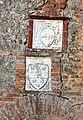 Sovicille, pieve di ponte allo spino, antico palazzo forse di soggiorno dei vescovi di siena, stemma di ascanio piccolomini e del vescovo antonio casini.JPG