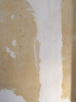 snickerispackel på vägg