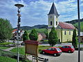 Starý Hrozenkov, náměstí a kostel.JPG