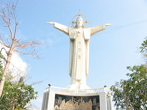Christ of Vũng Tàu - Image: Statue of Jesus in Vung Tau