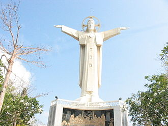 Christ of Vũng Tàu - Image: Statue of Jesus in Vung Tau