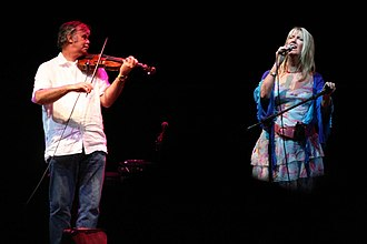 Maddy Prior - Peter Knight and Maddy Prior at Fairport's Cropredy Convention 2006.
