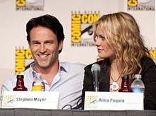 Anna Paquin con il marito Stephen Moyer nel 2009