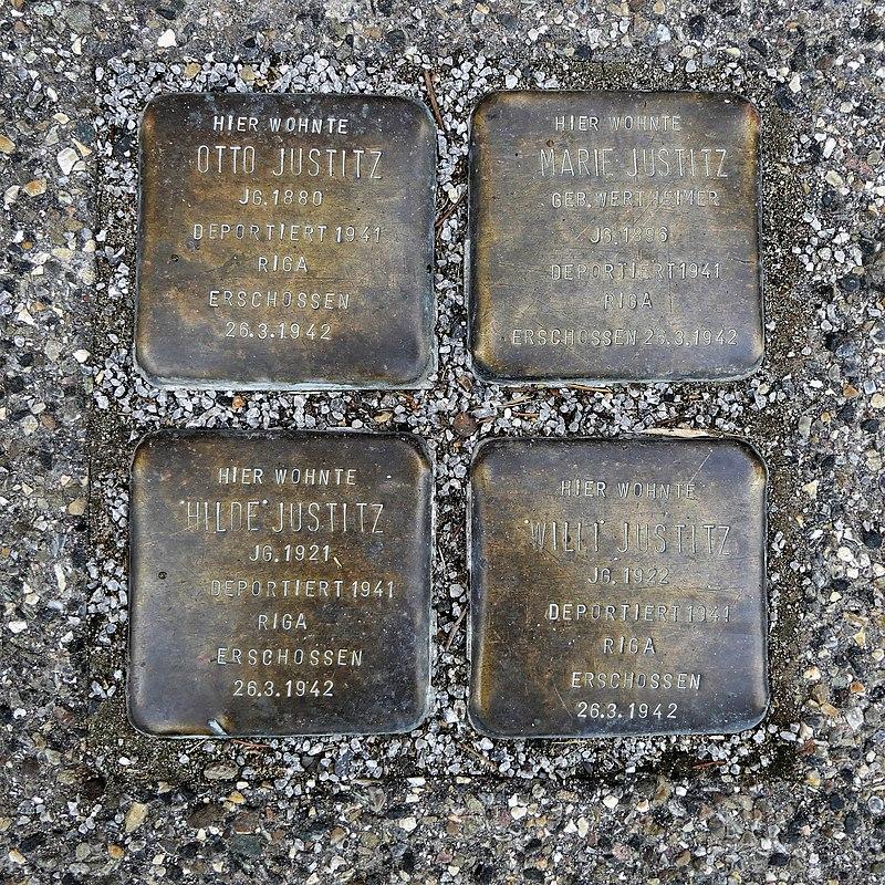 Stolpersteine für Familie Justitz, Meistersingerstraße 21, Degerloch, Stuttgart.JPG