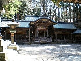 Suwa Taisha Honmiya 20070323.JPG