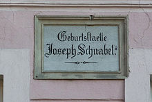 Tafel an seinem Geburtshaus in Naumburg/Queis (Quelle: Wikimedia)