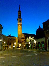 Thiene, Piazza Chilesotti.jpg