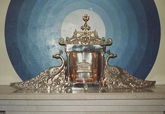 Relic of St. Thomas, kept in the sanatorium of a Syrian Church in Kodungallur Thomasreliquiar Kondungallur.jpg