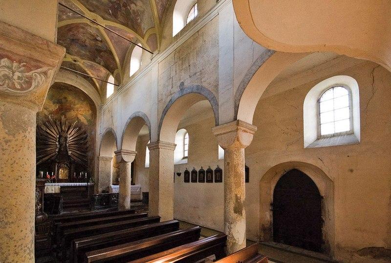 Interi�r baziliky v Tismic�ch