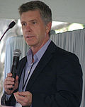 Photo of Tom Bergeron at the Los Angeles Times Festival of Books in 2009.