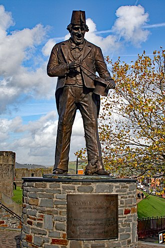 Caerphilly - Statue of Tommy Cooper