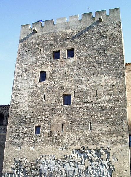 La edificación más antigua de la Aljafería es la llamada «torre del Trovador»