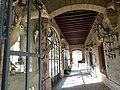 Trophées dans un bâtiment annexe du château de Saurs (Lisle-sur-Tarn).jpg