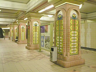 U8 (Berlin U-Bahn) - Brightly decorated columns at the Residenzstraße station are intended to recall carpets in the now destroyed Stadtschloß