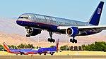 United Airlines Boeing 757-222 N571UA (cn 26681-506) (6199896074).jpg