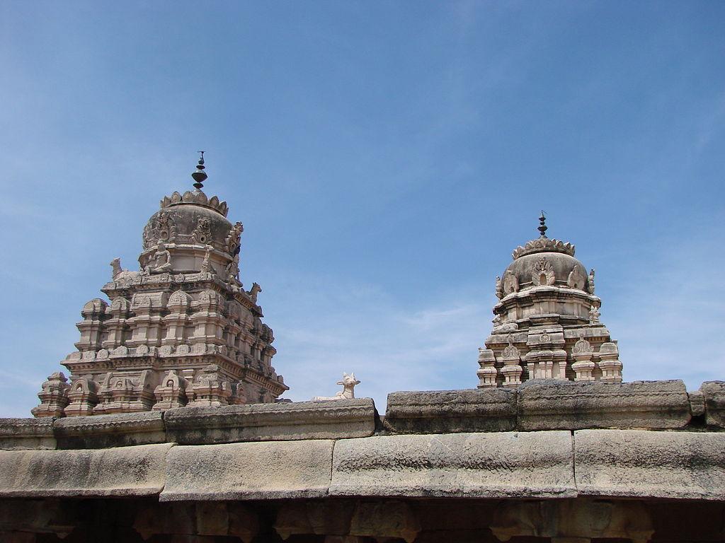 Veerbhadhra Temple Gopuram.JPG