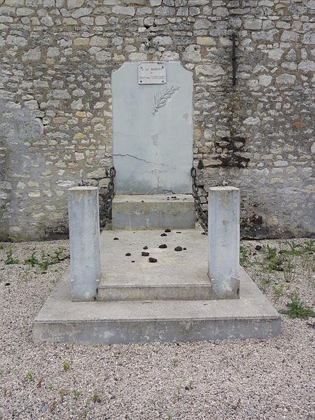 Vesles-et-Caumont (Aisne) memorial General Leclerc