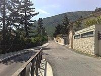 Viale della chiesa di Ussita.jpg