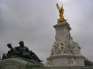Victoria Memorial (London). Detail of south ea...
