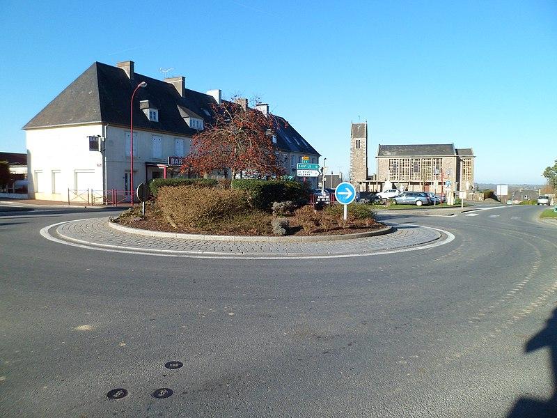 Vue du bourg de fr:Villebaudon