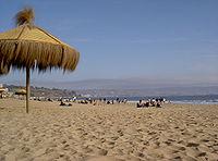 Playa en Viña del Mar, la Ciudad Jardín, capital turística de Chile