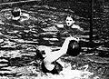 Violette Morris au water-polo (ici équipe mixte - 1920).jpg