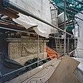 Voorgevel, detail, in de steigers, tijdens restauratie - Wassenaar - 20348230 - RCE.jpg
