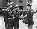 Wezep parade en uitreiking onderscheidingen Korea, Bestanddeelnr 904-9617.jpg