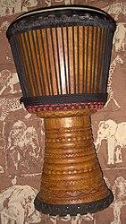 Wiki Lenke-Djembe-Conakry-Guinea.JPG