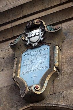 Памятная доска на стене церкви, где был крещен Уильям Пенн в 1644 году. Лондон, церковь Всех Святых.