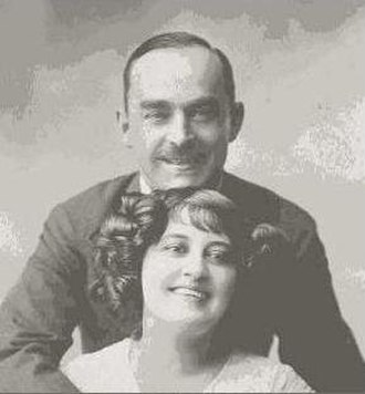 Nat M. Wills - Nate M. Wills with third wife, La Belle Titcomb (ca. 1910s) NYPL Digital Collection