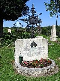 Wittelsbacher-Bourbonen - Grab bei St. Peter und Paul (Starnberg).JPG
