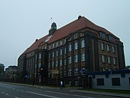 http://upload.wikimedia.org/wikipedia/commons/thumb/7/75/Wojewodzki_szpital_chirurgii_urazowej_im_Janusza_Daaba_piekary_slaskie_27092007.jpg/190px-Wojewodzki_szpital_chirurgii_urazowej_im_Janusza_Daaba_piekary_slaskie_27092007.jpg