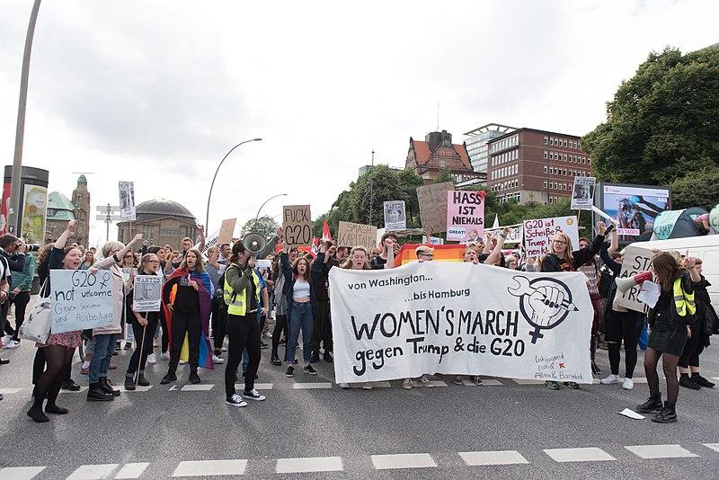 Datei:Women's March gegen Trump und die G-20 - Hamburg Alter Elbtunnel 00.jpg