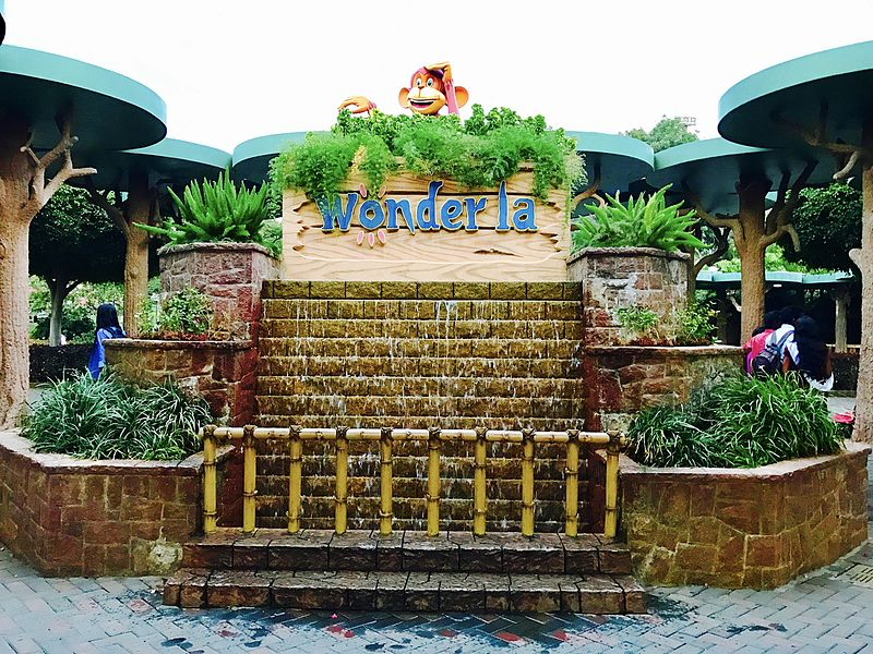 File:Wonderla Fountain.jpg
