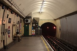 WoodGreen - North end of the westbound platform before (4571336016).jpg