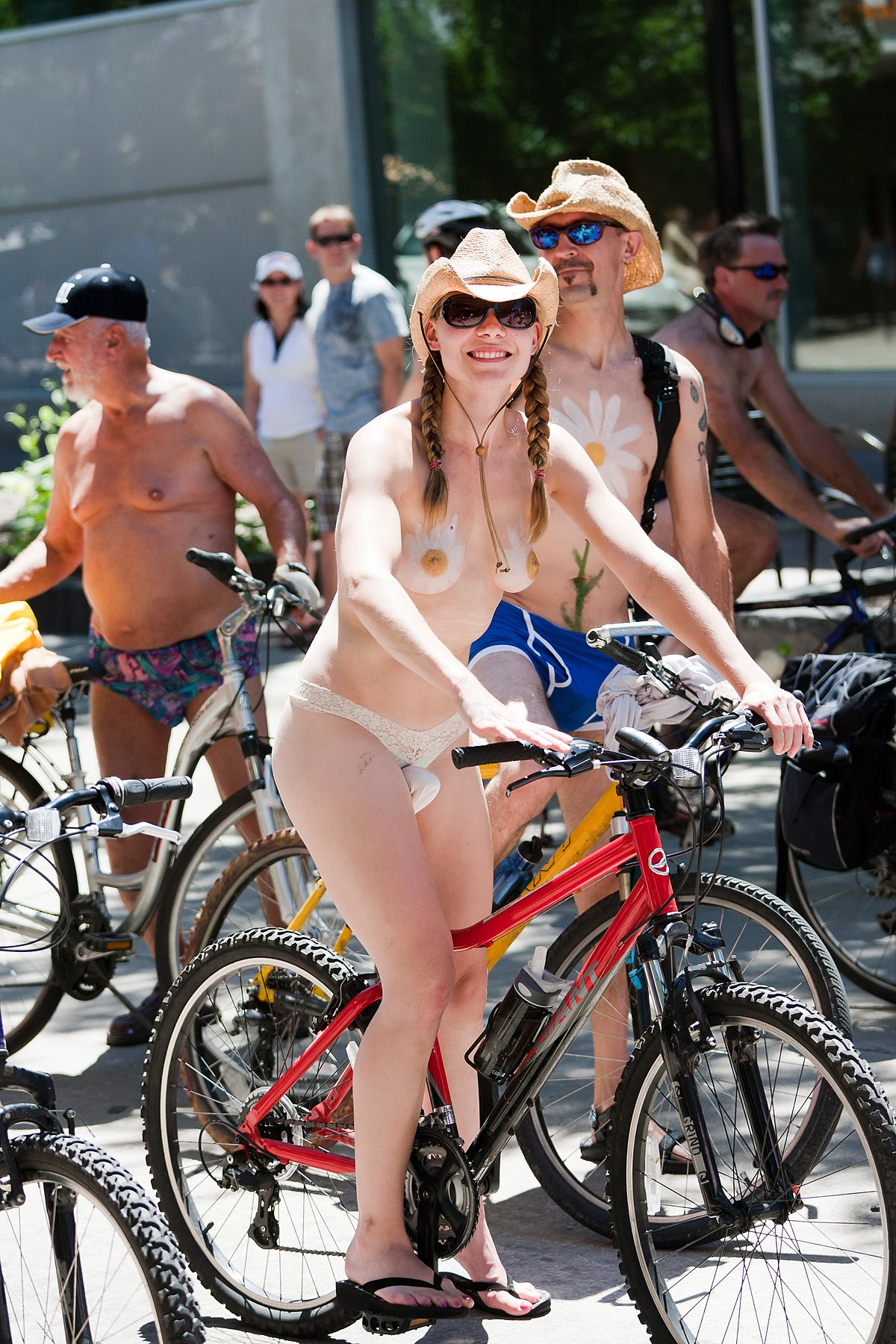 Naked bike girls karvainen pillua-8402