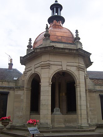 Peebles - First World War monument, Peebles