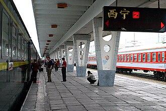 Xining railway station - Image: Xining railway station platform