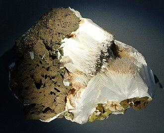 Natrolite - Image: Zeolite greenland hg