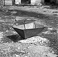 """""""Košič"""" - za setev žita (lesen, roč železen), Slope, pri Počkajevih 1955.jpg"""
