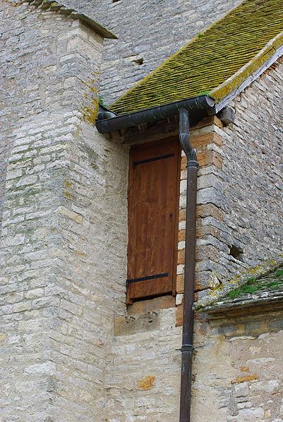 Porte d'acc�s au clocher de l'�glise Notre-Dame-de-la-Nativit� de Malay
