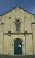 Église Saint-Romain de Curzon (vue 4 de la place de la Mairie).png