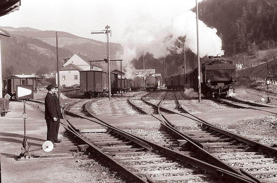 Železniška postaja v Dravogradu 1960 (2)