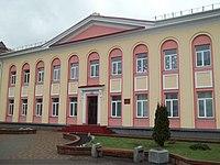 Здание на площади - panoramio.jpg