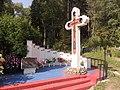 Мемориал погибшим в давке на Немиге, похороненным на Восточном кладбище Минска.JPG