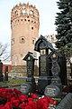 Памятник В. С. Черномырдину и его супруге В. Ф. Черномырдиной. 5 ноября 2012 г..jpg