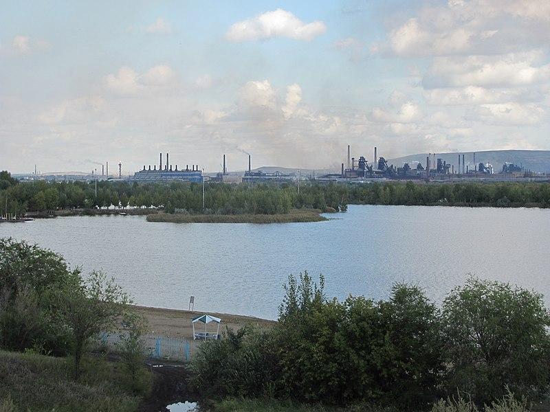 File:Панорама города Магнитогорска (2011).jpg